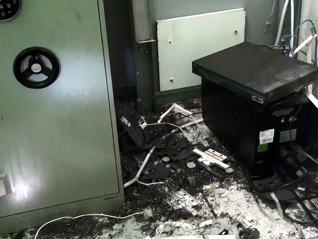 Equipamento ficou destruído após arrombamento em São Carlos (Foto: João Victor/EPTV)