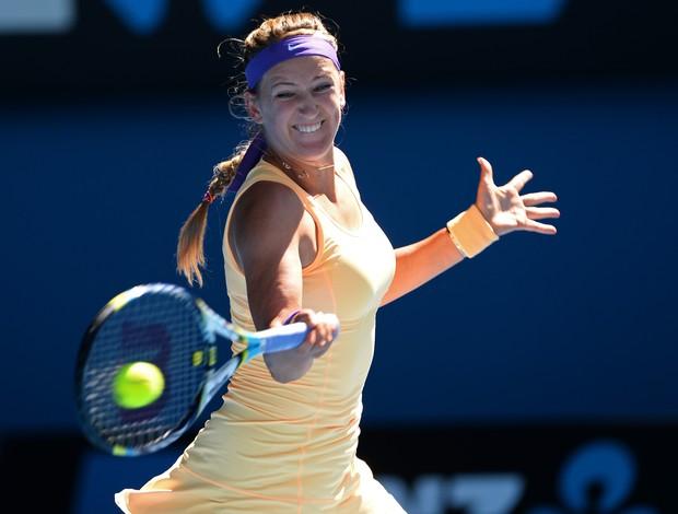 Victoria Azarenka solta sua direita potente contra Stephens (Foto: AFP)