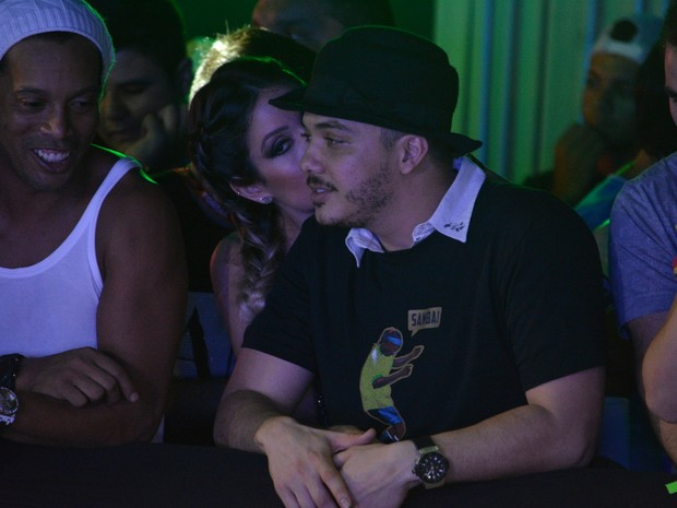 Wesley Safadão com a mulher, Thyane Dantas, em micareta em Fortaleza, no Ceará (Foto: Felipe Souto Maior/ Ag. News)