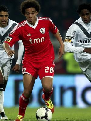 Witsel, El Adoua e Edga, Vitória de Guimarães x Benfica (Foto: EFE)