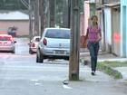 Falhas de planejamento têm poste na rua e ônibus com porta errada no DF