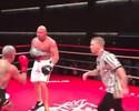 Com um braço atado, Shane Carwin nocauteia adversário em luta de boxe; veja
