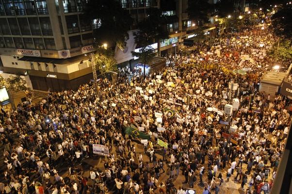 Manifestação no Rio de Janeiro (Foto: Marcelo Carnaval / Agência O Globo)