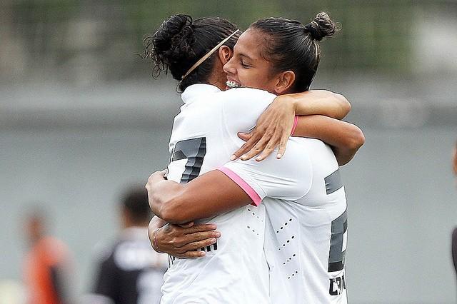 Jogadoras comemoram goleada (Foto: Pedro Ernesto Guerra Azevedo/ Santos FC)
