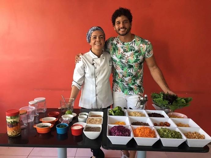 A chefe Danila Duarte ensina como fazer uma deliciosa salda no pote (Foto: TV Sergipe)