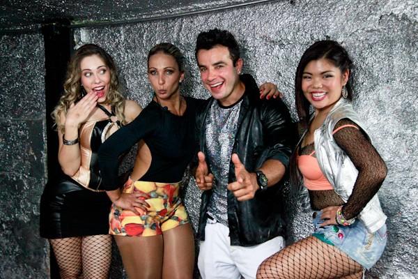 Valesca Popozuda posa com elenco (Foto: Ellen Soares/ TV Globo)