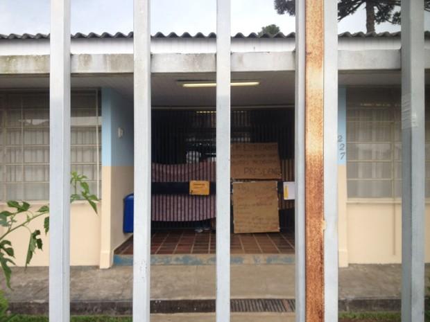 Escola fica no bairro Santa Felicidade (Foto: Paola Manfroi / RPC)