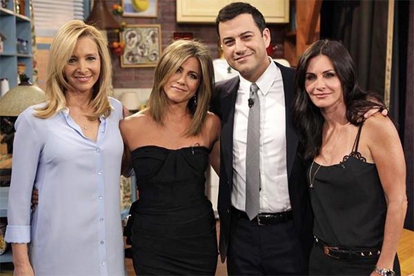 Em 2014, Jennifer Aniston, Courteney Cox e Lisa Kudrow fizeram uma mini-reunião de 'Friends' durante o programa do apresentador americano Jimmy Kimmel. (Foto: Divulgação)
