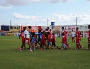 América-RN entra no gramado do Estádio Nazarenão, em Goianinha (Foto: Augusto Gomes)
