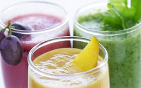 Sucos naturais x bebidas dietéticas: qual é mais interessante na dieta?