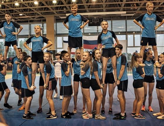 Adolescentes treinam no campo de Artek, na Crimeia, um centro de esportes e lazer maior que o principado de Mônaco (Foto: Yuri Kozyrev / NOOR)