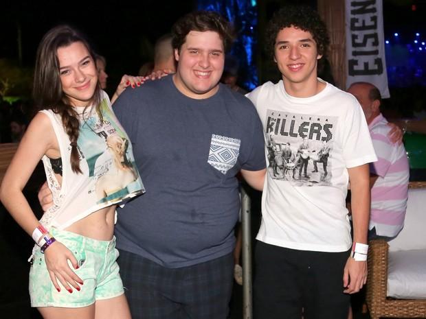 Mariana Molina, Felipe Hintze e João Vitor Silva na Costa do Sauípe, na Bahia (Foto: Denilson Santos e Dilson Silva/ Ag. News)
