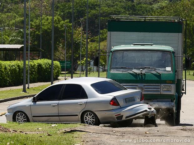 Amarilys sofre acidente no trânsito (Foto: Fábio Rocha / TV Globo)