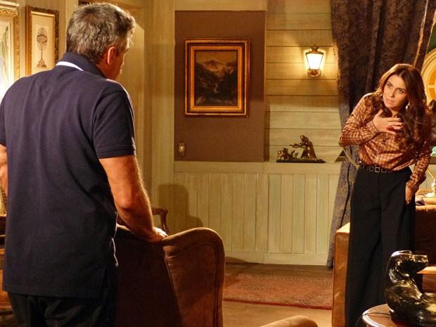 Nunes conta para Helô o que Wanda fez (Foto: Salve Jorge/ TV Globo)