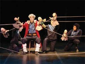 """A peça """"Aventuras de Gulliver"""" é encenada no Sesi Amoreiras, em Campinas (Foto: João Valério / Cia. Articularte)"""