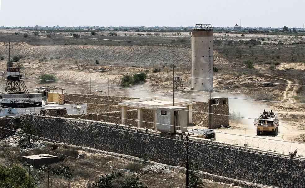 Ponto de controle do Exército do Egito no Sinai (Foto: France Presse)