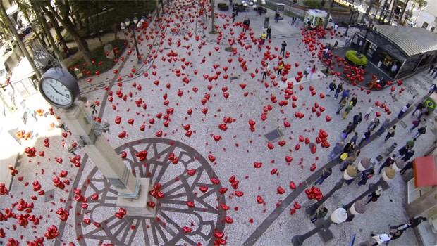 Corações invadiram o centro de Curitiba (Foto: Divulgação/RPC TV)