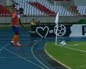 Jogador do Duque de Caxias cobra escanteio bizarro contra o Botafogo