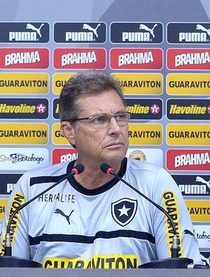 Oswaldo de Oliveira coletiva Botafogo (Foto: Fernando Soutello / Agif)