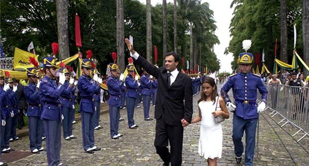 Aécio Neves, em 2003, ao tomar posse como governador de Minas Gerais, em Belo Horizonte (Foto: Divulgação)