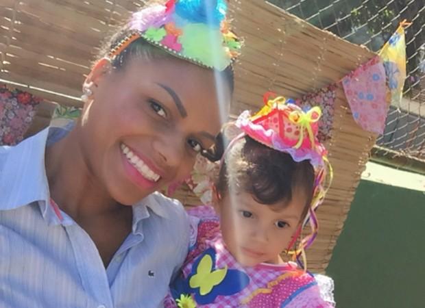 Quitéria Chagas e a filha, Elena, de 3 anos (Foto: Reprodução/Instagram)