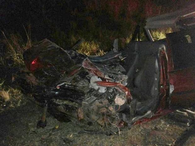 Com impacto, carro do policial ficou completamente destruído (Foto: Divulgação / Eloy José)