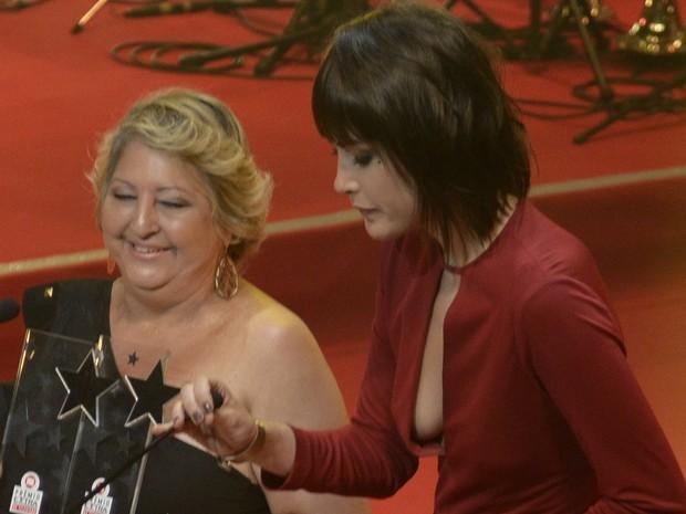 Maria Casadevall em prêmio no Rio (Foto: Roberto Teixeira/ EGO)