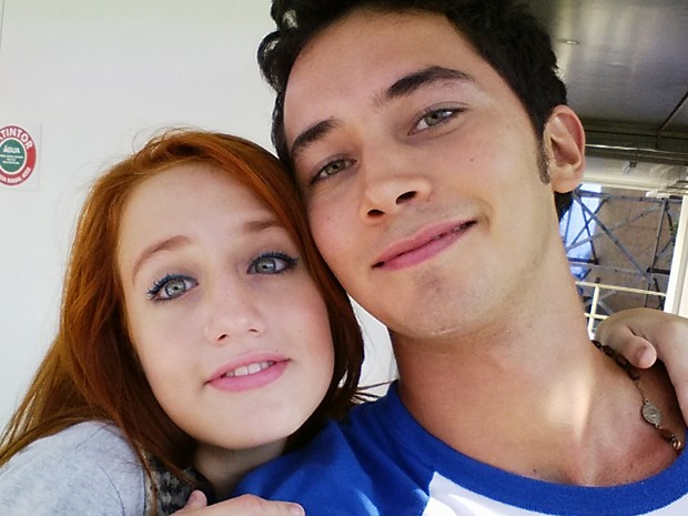 A atriz e seu grande amigo, Gabriel Falcão, posam para uma selfie durante a festinha (Foto: Arquivo Pessoal)