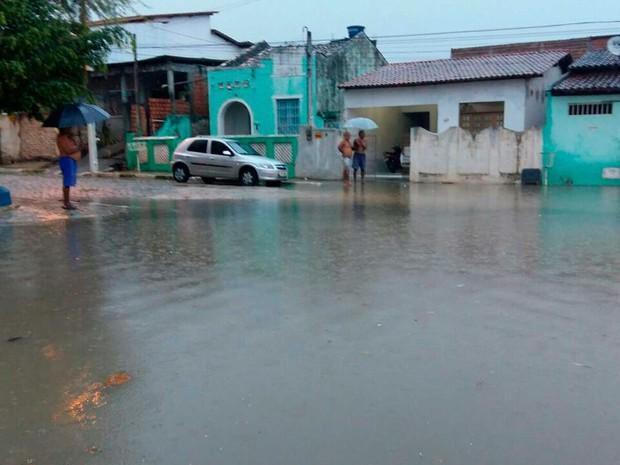 Chuva forte atinge Alagoinhas, alaga ruas e deixa 20 famílias desabrigadas (Foto: Arquivo Pessoal)