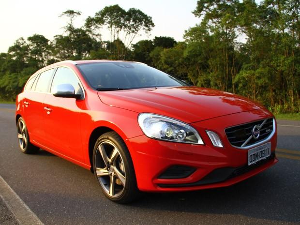 Volvo V60 R-Design tem preços entre R$ 130.900 e R$ 199.900 (Foto: Divulgação)