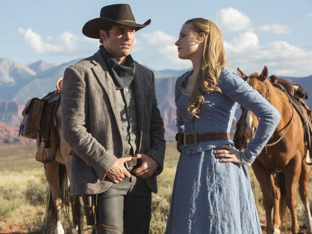 Os anfitriões vividos por James Marsden e Evan Rachel Wood são apaixonados em 'Westworld' (Foto: Divulgação/HBO)