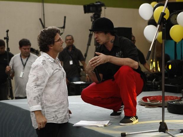 Champignon recebe orientações do diretor-geral Luiz Henrique Rios  (Foto: Malhação / TV Globo)