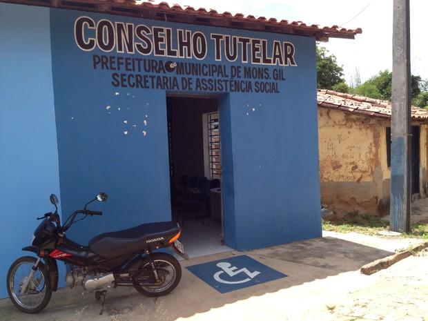 Conselho não tem telefone, internet ou carro para o atendimento de denúncias (Foto: Gilcilene Araújo/G1)