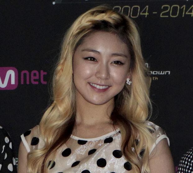 Cantora sul-coreana Kwon Ri-sae morreu em virtude dos ferimentos sofrido em acidente (Foto: Ahn Young-joon/AP)