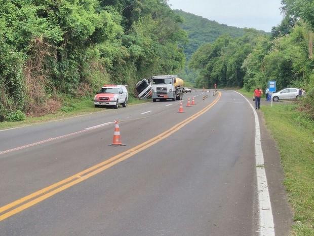 RS-115 está bloqueada entre Três Coroas e Gramado (Foto: CRBM/Divulgação)