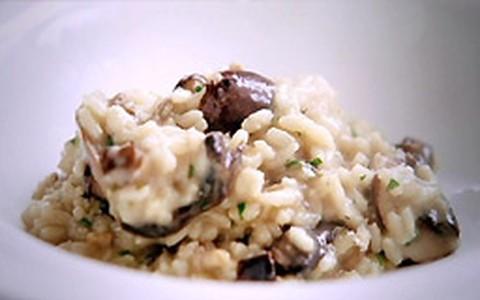 Risoto de cogumelos: aprenda a receita de Jamie Oliver