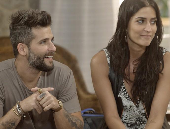 Futuros papais contam para a família que vem uma menininha por aí (Foto: TV Globo)