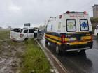Táxi capota e pneu careca pode ter sido causa, afirma PRF da Paraíba