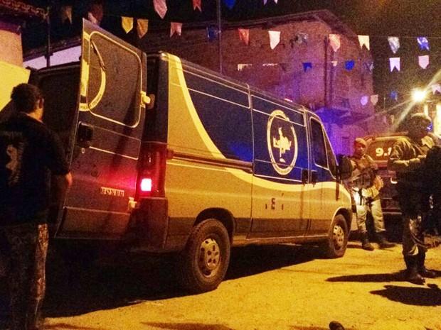 Mãe lamentou morte de filho, que foi baleado na região da cabeça, na quinta-feira (Foto: Uinderlei Guimarães/ SulBahiaNews)