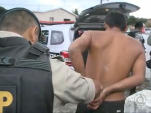 Com o homem preso na Paraíba, a polícia encontrou uma lista de nomes que se suspeita serem outras vítimas (Foto: Reprodução / TV Cabo Branco)