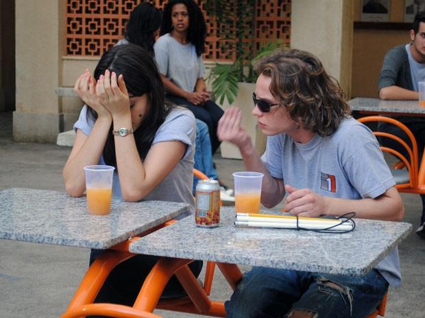 Isabela e Filipe discutem por causa de Carmem (Foto: Malhação / Tv Globo)
