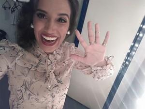 """A vocalista Milena fez festa nos bastidores do SuperStar: """"Passamooooooos! Valeu galeraaaaaa!!! Valeu Adnet pela vibe que deixou naquele palco!"""" (Foto: Reprodução/redes sociais)"""