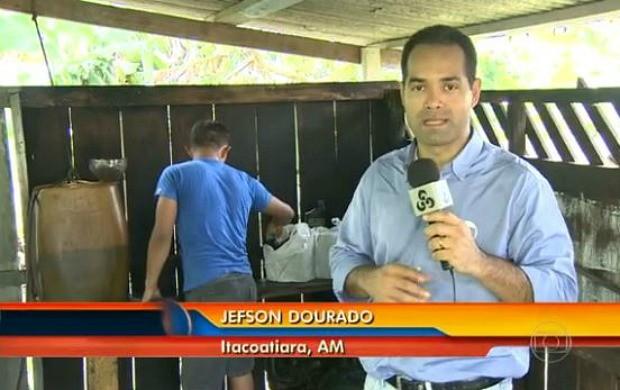 Repórter Jefson Dourado acompanhou preparação de comunidade no AM (Foto: Reprodução/ Bom Dia Brasil)
