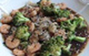 Camarão com molho de ostras e brócolis