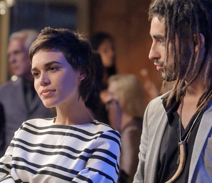 Leila escuta o 'recado' de Eliza e deixa Jamaica na maior roubada (Foto: TV Globo)
