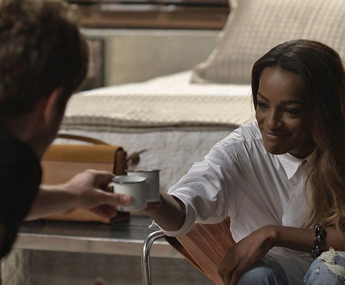 Ben e Alceste conversa animados e brindam com cafézinho (Foto: TV Globo)