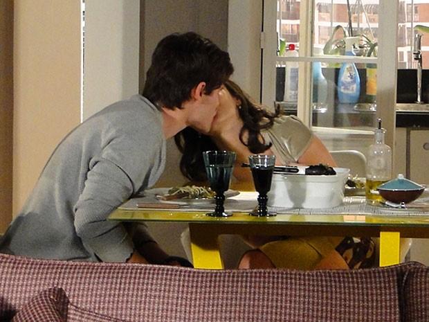 O casal é só love (Foto: Cheias de Charme / TV Globo)