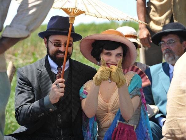 Emílio Orcioclo Neto e Bruna Linzmeyer nas primeiras cenas de Gabriela (Foto: Estevam Avellar / TV Globo)