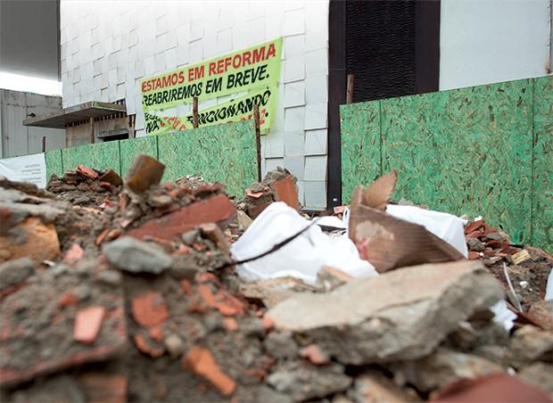 FAST-FOOD A fachada do Piantella em reforma. Kakay quer reabrir o restaurante ainda neste ano (Foto: Igo Estrela/ÉPOCA)