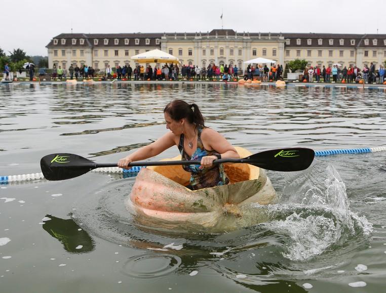 Tradicional evento é realizado lago em frente ao Palácio de Ludwigsburg (Foto: Silas Stein/DPA/AFP )